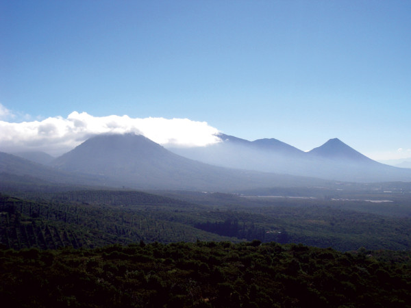 Volcanic chain overlooking the Ruta de las Flores Valley  (Lena Johannessen)